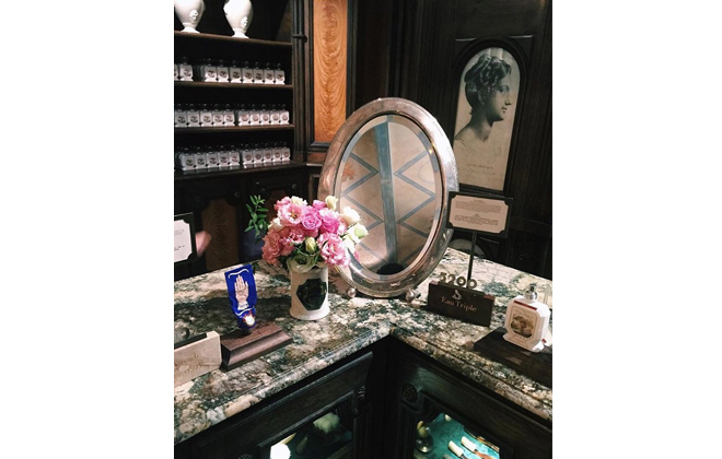 I love this arrangement of flowers, antique mirror and fabulous Buly products.
